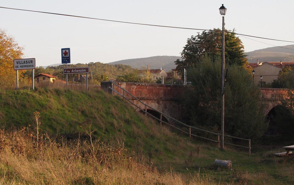 Puente medieval en Villasur de Herreros